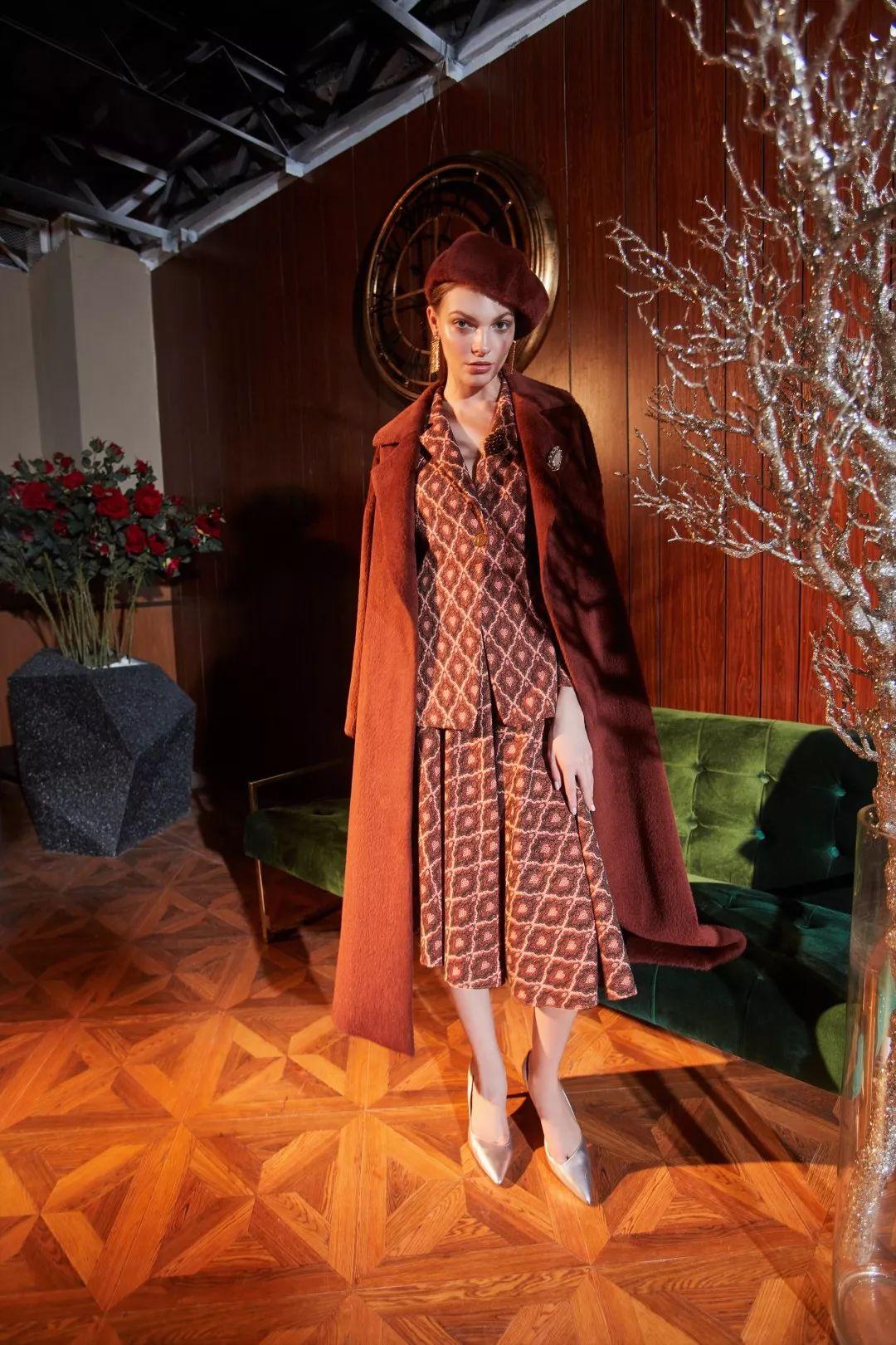 年末社交舞曲 - 初雪之时,你是优雅高贵的美好_服装招商资讯