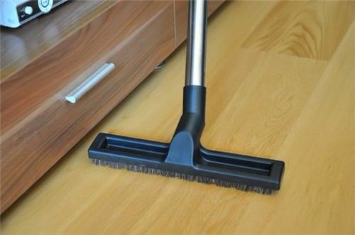 木地板怎么打蜡  地板打蜡的两大好处生活